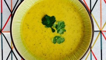 Gruenkohlsuppe mit Curry