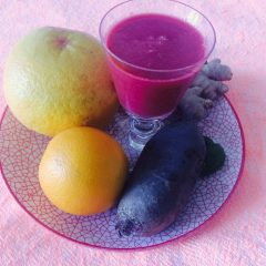 rote Beete Smoothie mit rosa Grapefruit
